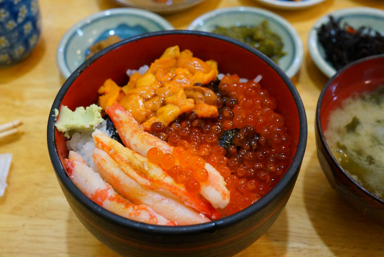 函館来たら朝市の味処 茶夢の函館丼を食べましょう(北海道函館市)