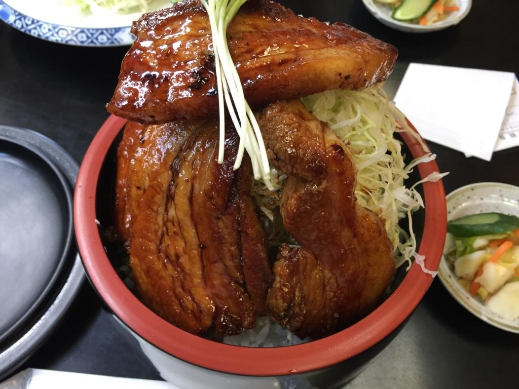 とんかつ・ステーキ亜希の特製ぶた丼はボリューム満点!(青森市)