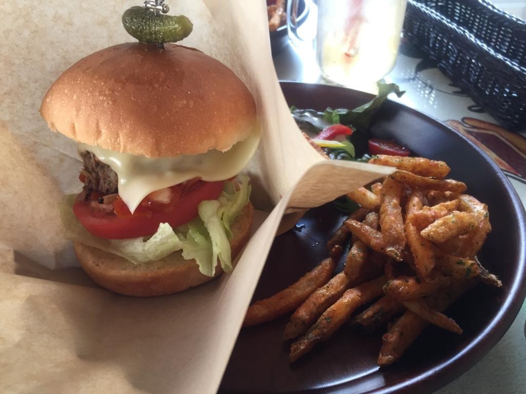 GOEMONの倉石牛ハンバーガーは肉厚でコスパも最高です(黒石市)