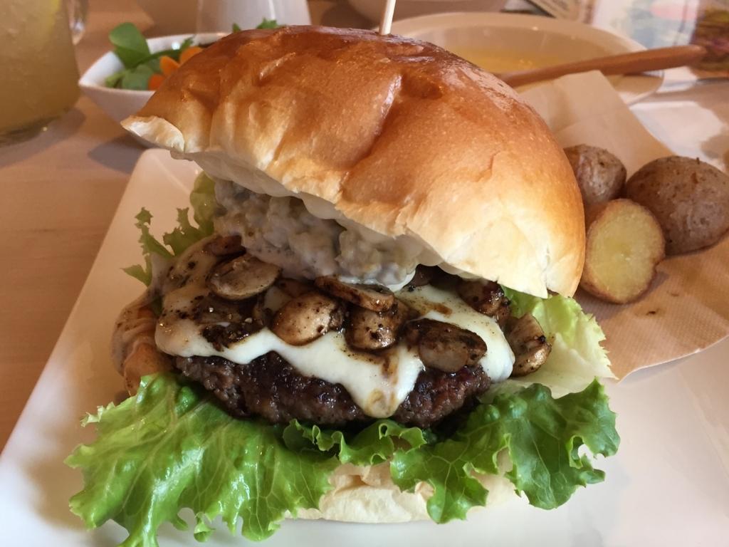 デュボワで県産食材のフレッシュなハンバーガーを食べましょう(弘前市)