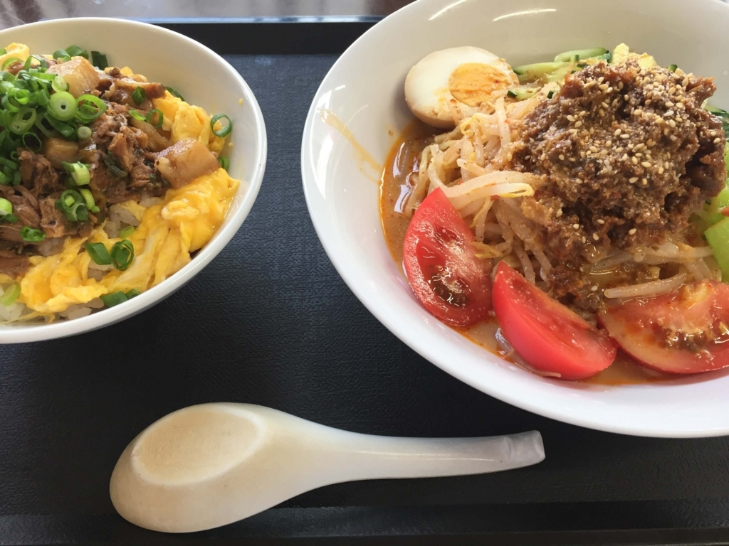神武食堂の冷やし担々麺とミニチャーシュー丼(つがる市)