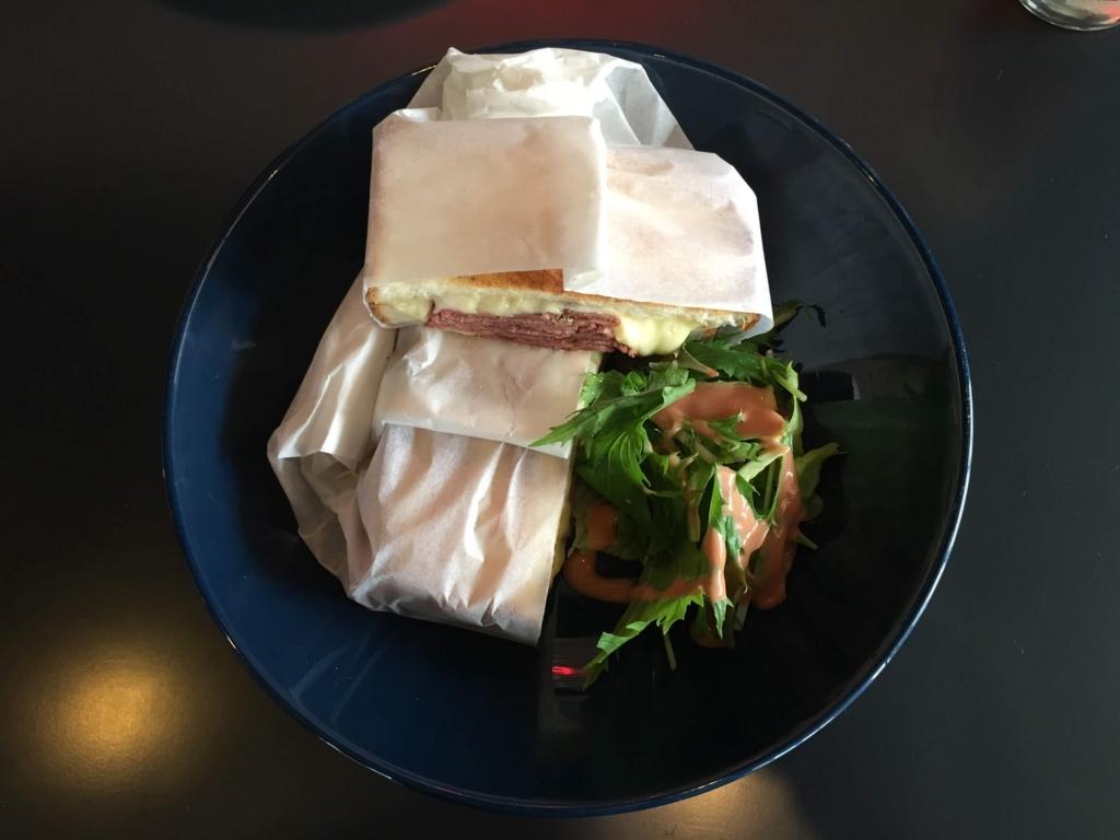 CUISINE & DRINK HYPEのドリップアイスコーヒーとサンドイッチ(弘前市)