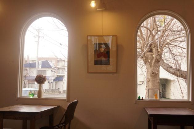 ギャラリーカフェ ふゆめ堂の窓から差す優しい光2
