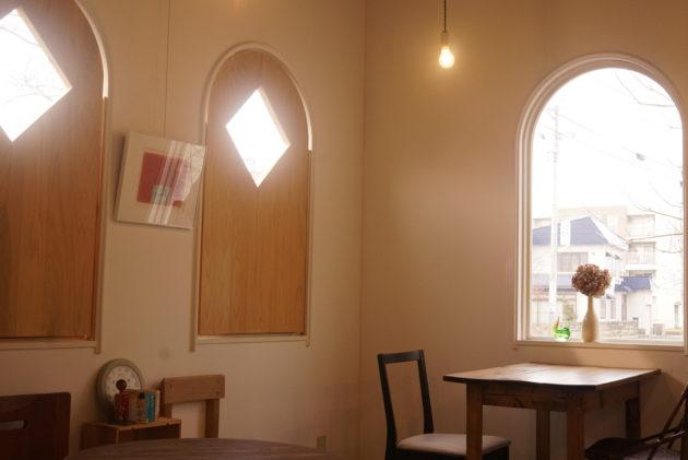 ギャラリーカフェ ふゆめ堂の窓から差す優しい光1