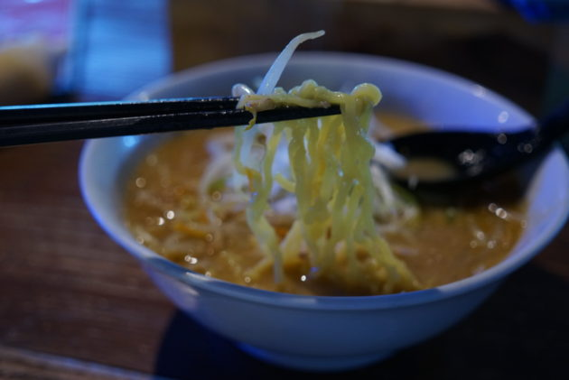 風の谷の味噌ラーメンの麺リフト