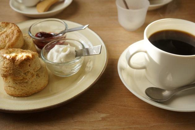 ツキカフェのきょうのオススメと手作りスコーンのセット