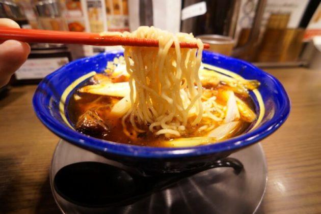 幡龍 弘前城東店のネギらーめんの麺リフト