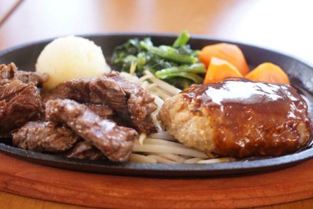 ステーキ食堂ミートソルジャーのランダムカットステーキとハンバーグ