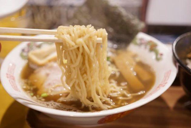 麺処 中むらの煮干しラーメンの麺リフト