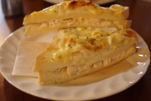 けや木のハムチーズトースト