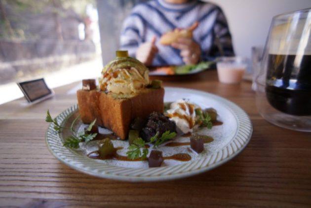 Café draw&co.の抹茶小倉のハニートースト