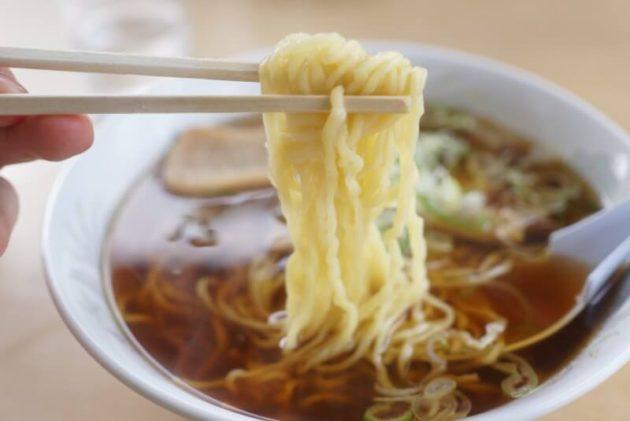 文ちゃんラーメンの手打ち中華の麺リフト