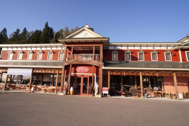 銀山温泉の入り口大正ロマン館
