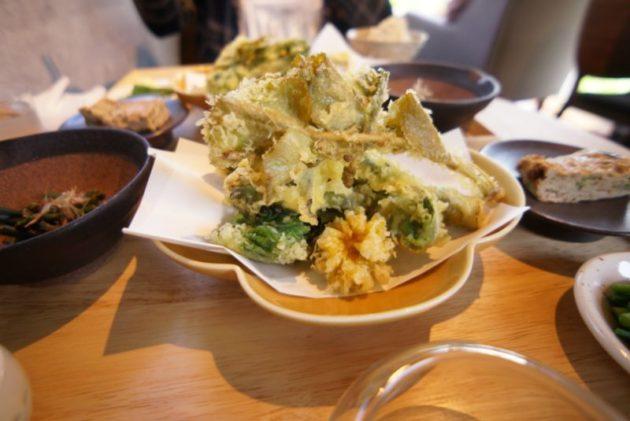 桜林茶寮の山菜の天ぷら