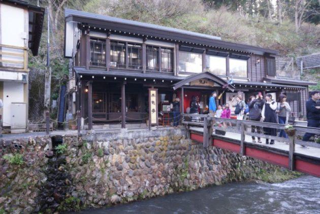 銀山温泉のカフェ伊豆の華の外観