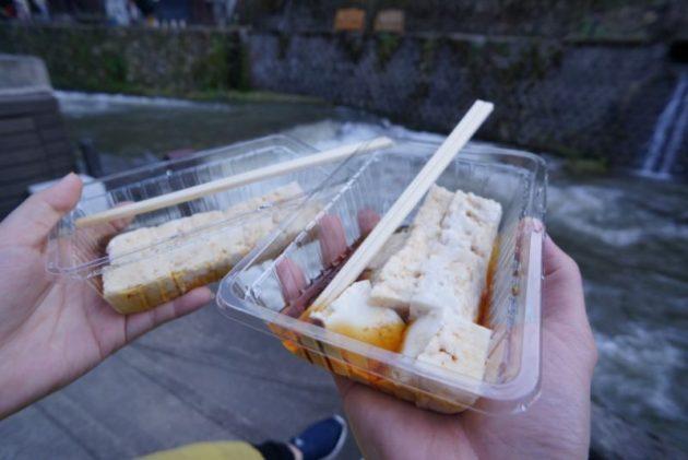銀山温泉の野川とうふやの立ち食い豆腐
