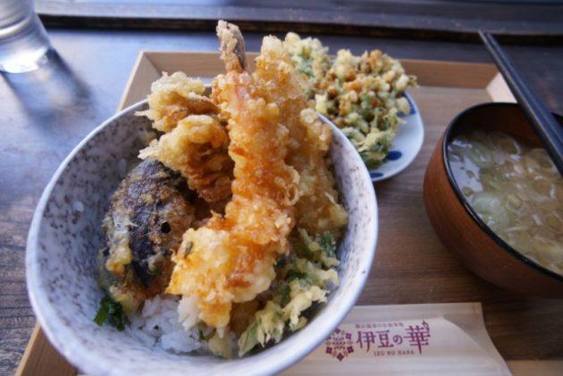 銀山温泉のカフェ伊豆の華で天丼(レディースサイズ)