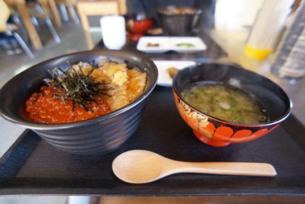 食事処地魚屋たきわのイクラ・平目ズケ丼