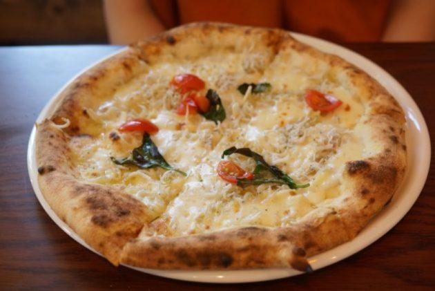 ジーナキッコのシラスのチーズピザ