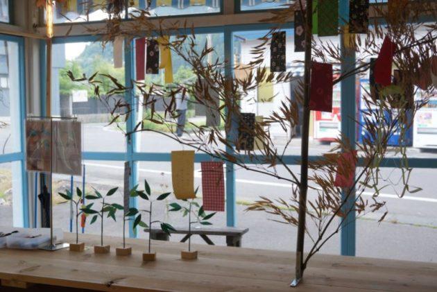 くじらのもりの店内の笹の葉