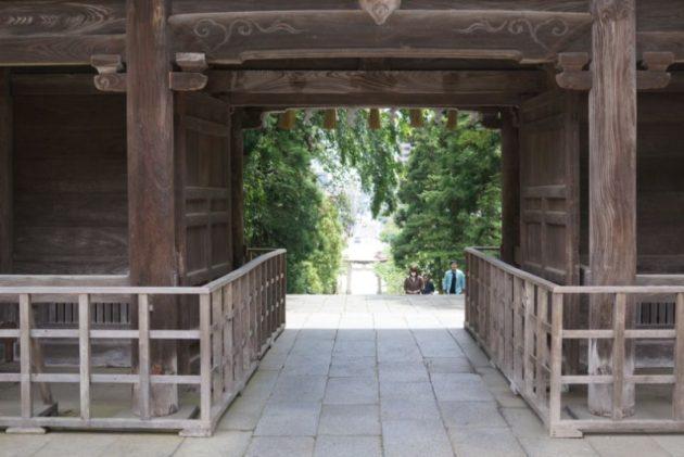 仙台東照宮の随神門から見た景観