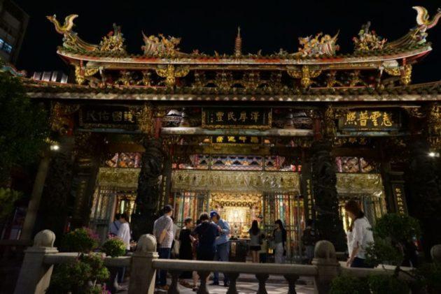 龍山寺の本殿