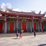 行天宮の前殿五門は写真に写りきらない大きさ