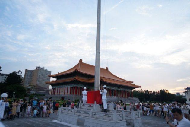 中正記念堂の国旗降納式2