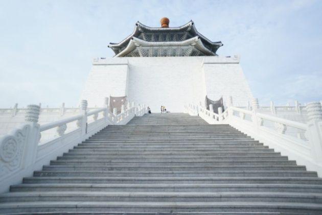 横から見た中正記念堂