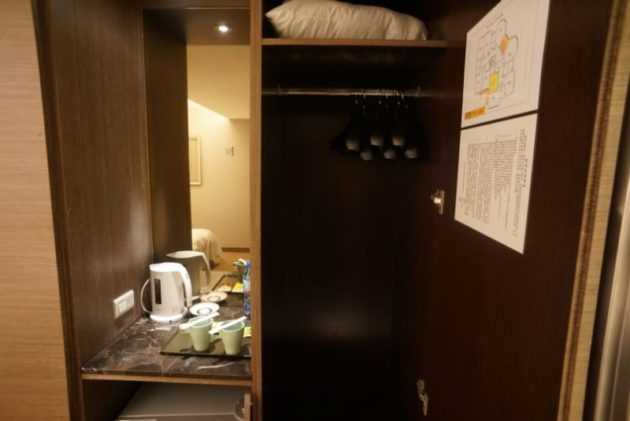 ザ メトロホテル (豪爵大飯店)の洋服収納