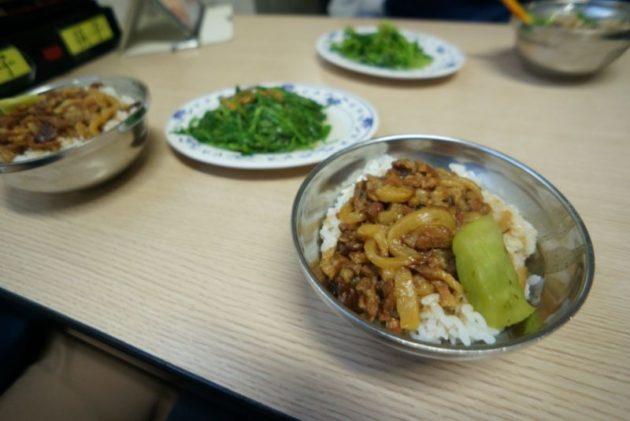 金峰魯肉飯の魯肉飯達