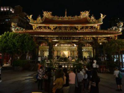 龍山寺の引きの画
