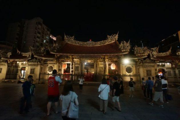 龍山寺の山門