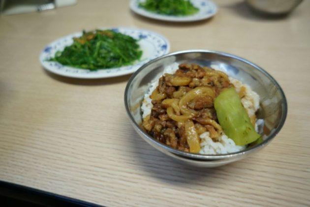 金峰魯肉飯の魯肉飯アップ