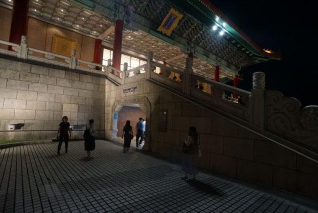中正記念堂にある春水堂へはここから