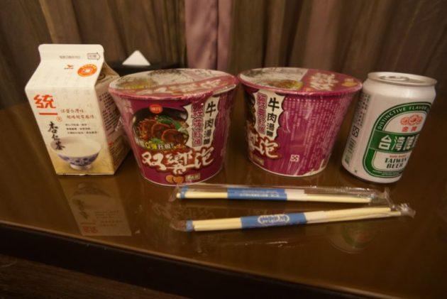 記念すべき台湾最初の食事はコンビニのカップラーメン