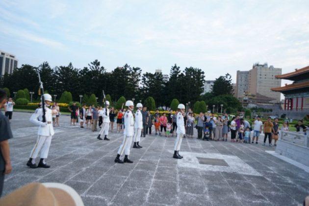 中正記念堂の国旗降納式1