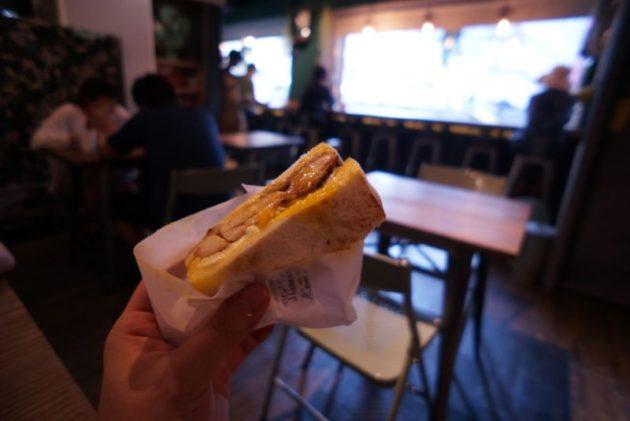 良粟商號の炭焼き鶏肉卵+チーズアップ