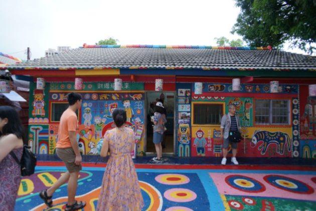 彩虹眷村は建物全体がカラフル