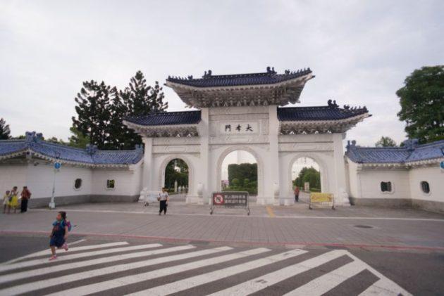中正記念堂の裏門