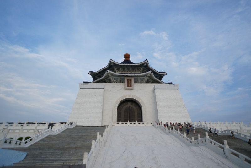 中正記念堂と青空