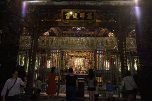 龍山寺の本尊は聖観世音菩薩です