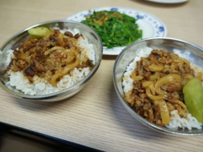 金峰魯肉飯の魯肉飯 中40元