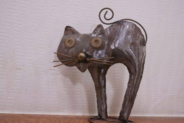 富士乃家の店内にある猫のオブジェ