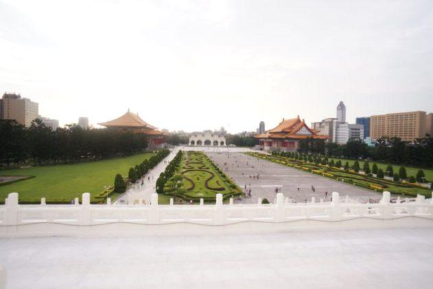 中正記念堂から見た広場の景色