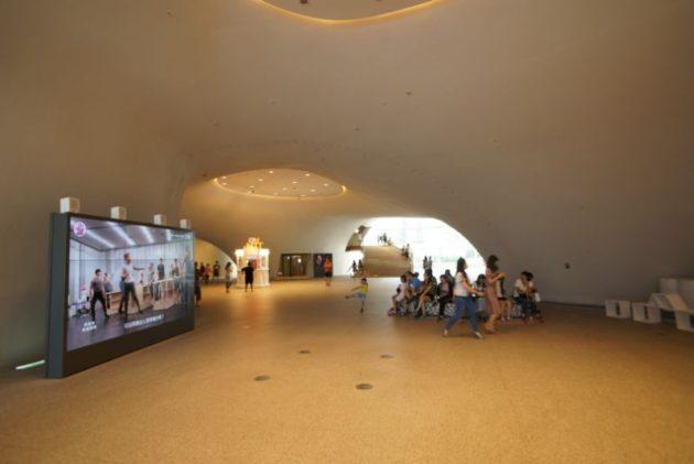 台中国立歌劇院のエントランスホール