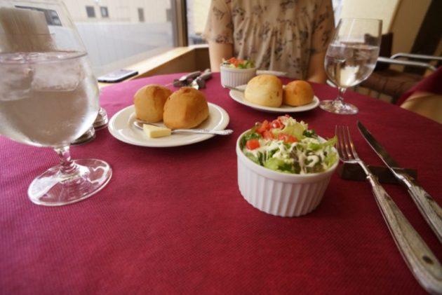 ムッシュのランチのパンとサラダ