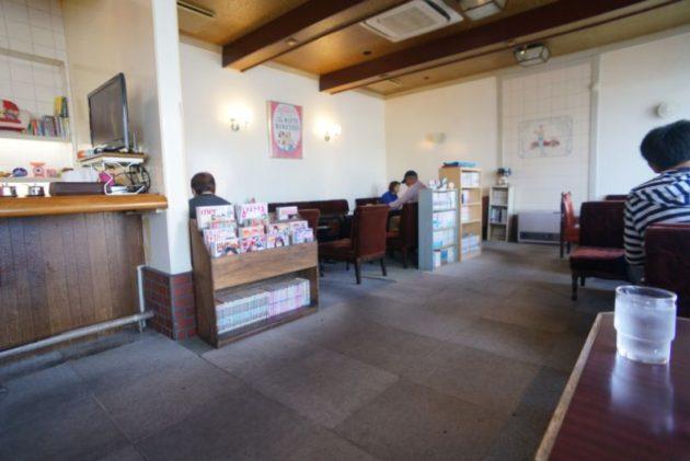 コーヒー&レストラン ポルシェの店内2