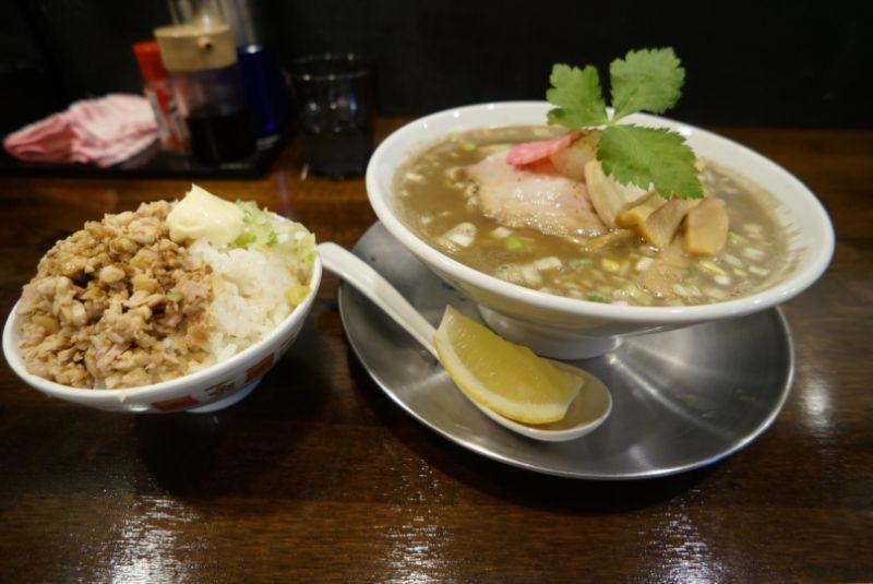 秋刀魚煮干しそば 高倉で香り高い濃厚スープのラーメンを(弘前市)