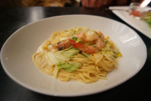 創作イタリアンピエタンザの天使の海老と長谷川農園白菜とだけキミのクリームソースパスタ